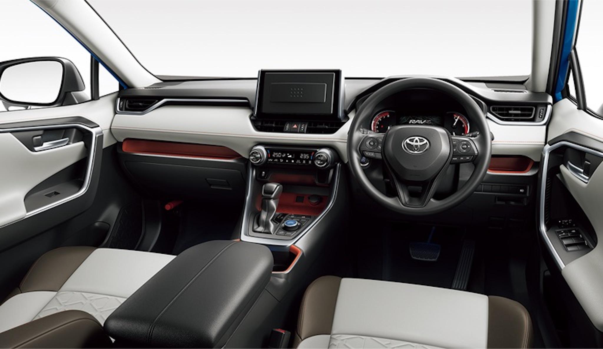 トヨタの新型「RAV4」を徹底レビュー!クロスオーバーSUV人気の元祖