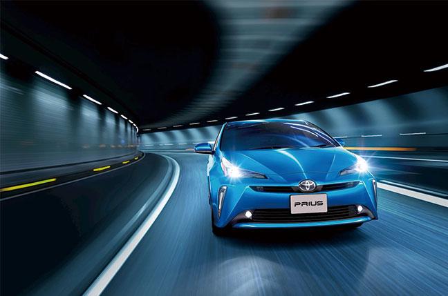 4代目プリウスはさらに燃費向上!リッター30キロを超える低燃費を実現!