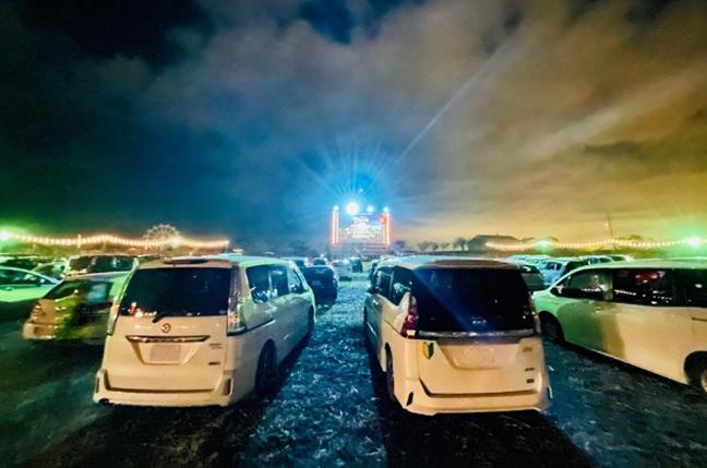 クルマで最高のエンターテイメント体験!復活「ドライブインシアター」
