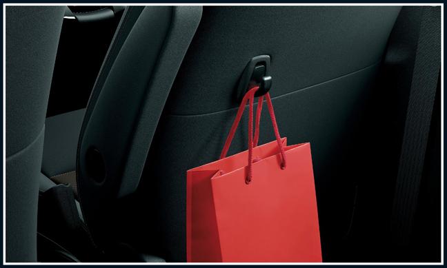 アクアの買い物フック(運転席シートバック1)
