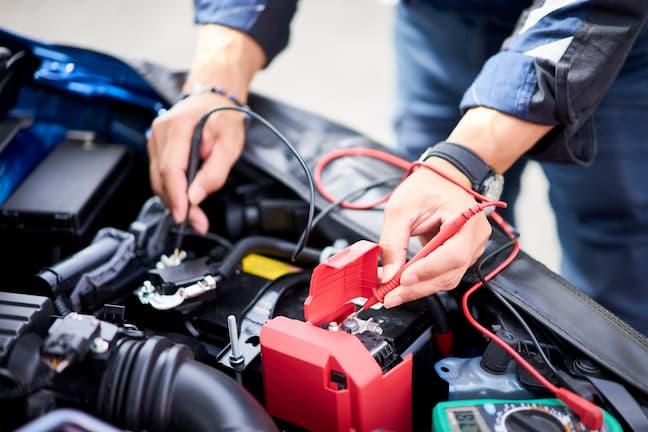 車のバッテリーの交換時期や対策方法を紹介!バッテリー上がりの対処方法も