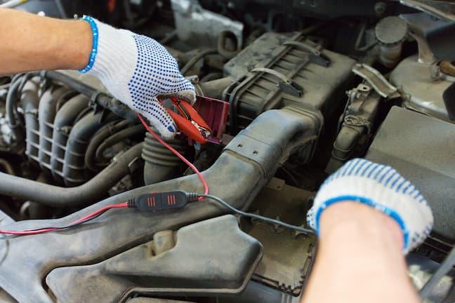 車のバッテリーが上がってしまったときの直し方