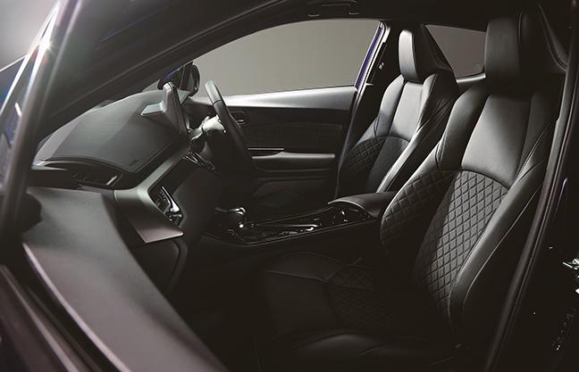 C-HRのスポーティなシートや洗練された内装をチェック!