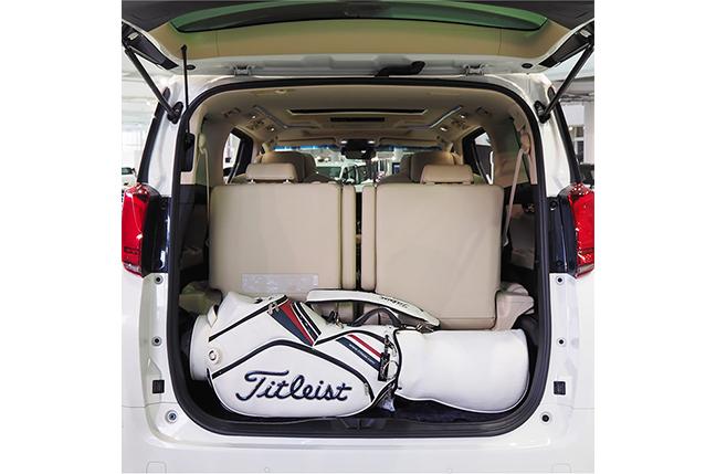 アルファードの荷室長さ125cmのゴルフバッグを荷室に横置きした状態