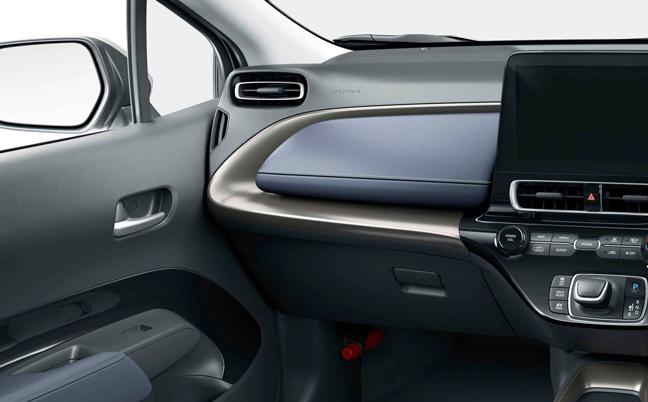 新型アクアは運転席からの視界にも配慮