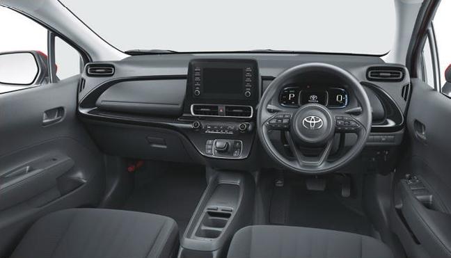 新型アクアXのインパネ(2WD 内装色:ブラック)<オプション装着車>